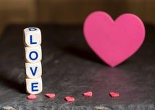 Формы и любовные письма сердца на день ` s валентинки Стоковое Изображение RF