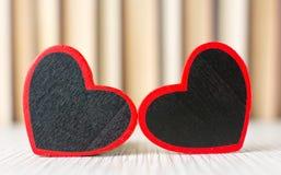 2 формы сердца перед книгами Стоковые Фотографии RF