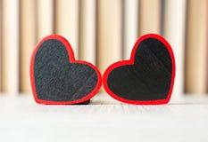 2 формы сердца перед книгами Стоковое Изображение RF