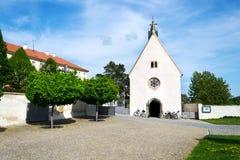 Форточка Kostel Zjeveni вызвала Cyrilka около базилики Velehrad, чехии стоковая фотография rf