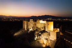 Форт во время захода солнца в лете, Оман Nakhl стоковая фотография