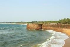 Форт около пляжа на солнечном дне Стоковое Изображение RF