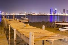 Форт рыбной ловли Бахрейна на ноче Стоковое Изображение RF