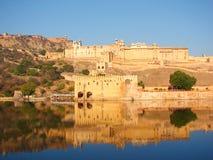 Форт Amer & озеро Maota, Джайпур, Раджастхан, Индия Стоковые Фото