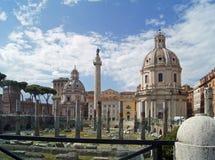 Форум Рима Trajan и столбец Trajan стоковые фотографии rf