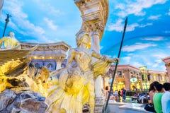 Форум ходит по магазинам статуя римского ратника Стоковые Фотографии RF