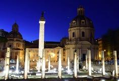 Форум Trajan на ноче в Риме стоковые фотографии rf