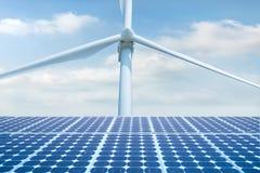 Фотовольтайческий фотоэлемент, солнечное panal с generati ветротурбин стоковые изображения