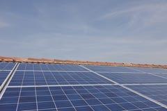 Фотовольтайческая электрическая станция солнечной энергии Стоковое Фото