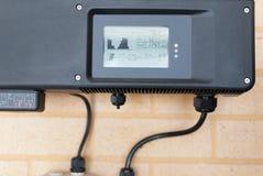 Фотовольтайческий инвертор установленный в дом Стоковое фото RF