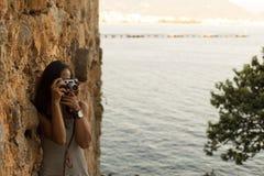Фотографировать женщины путешественника Стоковая Фотография RF