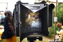 Фотографировать ландшафт на камерах большого формата с фокусируя экраном стоковые фотографии rf