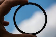 Фотографический УЛЬТРАФИОЛЕТОВЫЙ фильтр с небом предпосылки стоковые фотографии rf