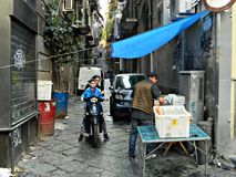 Фотография в городе Неаполь, традиция улицы, культура стоковое изображение