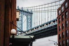 Фотография изящного искусства моста Манхэттена в Dumbo Бруклине NYC стоковое изображение rf
