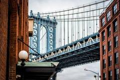 Фотография изящного искусства моста Манхэттена в Dumbo Бруклине NYC стоковые фотографии rf