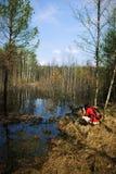 Фотограф в outdoors, весна женщины, природа Стоковое фото RF