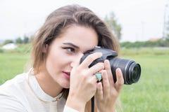 Фотограф девушки Стоковое фото RF