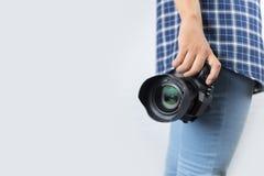 Фотограф держа его камеру Стоковые Изображения