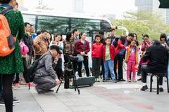 Фотограф и музыкант улицы стоковая фотография