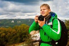Фотограф молодого человека внешний стоковые изображения