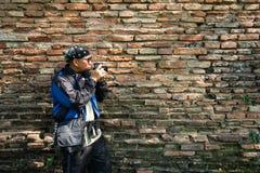 Фотограф старой текстурой стены кирпичей Стоковое Фото