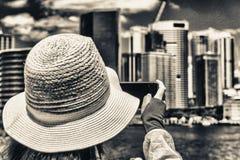 Фотограф фотографируя горизонт города Стоковое Фото