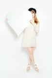 Фотомодель с большим белым сердцем Стоковые Изображения