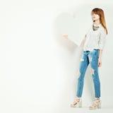 Фотомодель с большим белым сердцем Стоковая Фотография