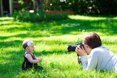 Фотосессия фотографа младенца Стоковая Фотография