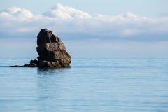 Фото ландшафта пляжа, моря и утесов Стоковые Изображения