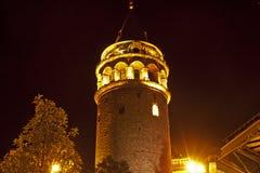 Фото башни Galata на ноче в Стамбуле Стоковые Изображения