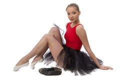 Фото балерины сидя на поле Стоковое Изображение RF