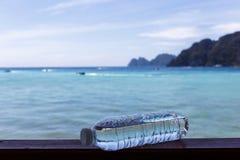 Фото бутылки с водой Стоковые Изображения RF