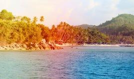 Фото благоустраивают экзотическое побережье острова Стоковая Фотография
