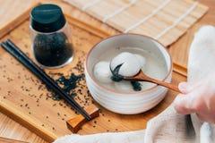 Фото вареников черного сезама сладкие стоковые изображения rf