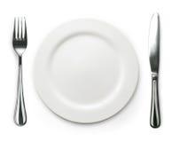 Фото вилки и нож с белой плитой на белизне Стоковые Фотографии RF