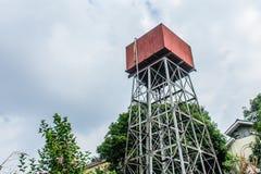 Фото водонапорной башни с облачным небом Стоковые Фотографии RF