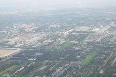 Фото высокого угла части Бангкока, Таиланда принято от окна plane's стоковая фотография