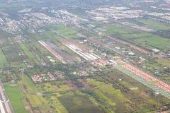 Фото высокого угла части Бангкока, Таиланда принято от окна plane's стоковые фотографии rf