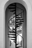 Фото высокорослых лестниц металла в лестничном колодце башни с часами Стоковая Фотография RF
