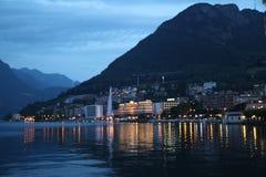 Фото горы и озера ночи в Лугано Стоковые Фотографии RF