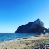 Фото горы и пляжа стоковое изображение rf