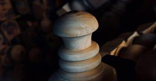 Фото деревянного объекта округлой формы уникальное стоковые изображения rf