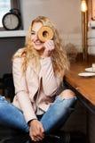 Фото девушки в кафе Стоковые Фото