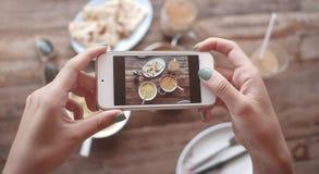Фото еды индийской еды на деревянном столе для социальных сетей Стоковая Фотография RF
