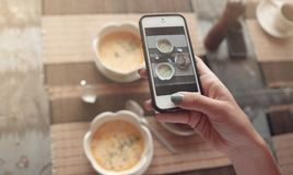 Фото еды супа на таблице для социальных сетей Стоковые Фото