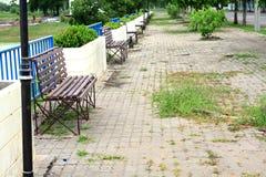 Фото деревянной скамьи в парке Стоковая Фотография RF