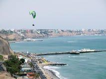 Фото запаса - снятое зеленого пляжа побережья в Лим-Перу Стоковое фото RF