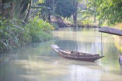 Фото запаса - старая деревянная шлюпка строки Стоковое Изображение